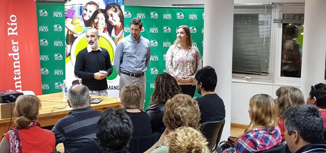 """EXITOSA CHARLA PARA EMPRENDEDORES DE """"VENTAS CARA A CARA EN FERIAS"""""""