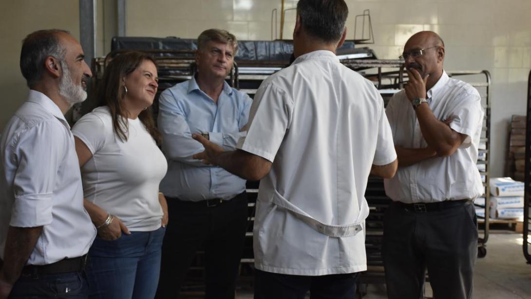 Funcionarios de gobierno visitaron empresas y emprendimientos locales