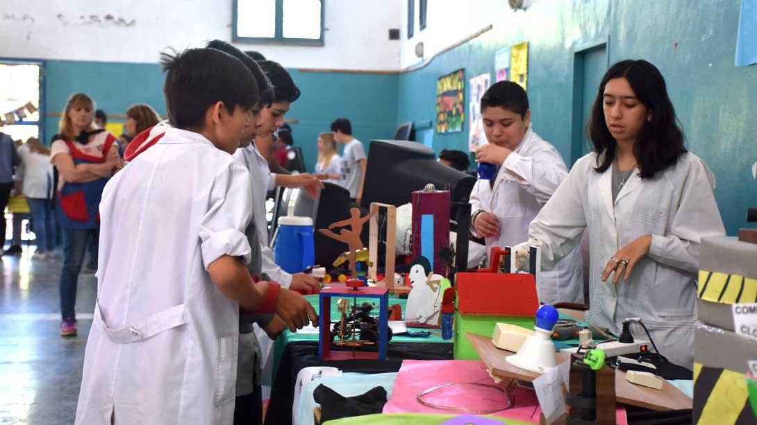 El intendente visitó la Exposición Anual de la EPET N° 3