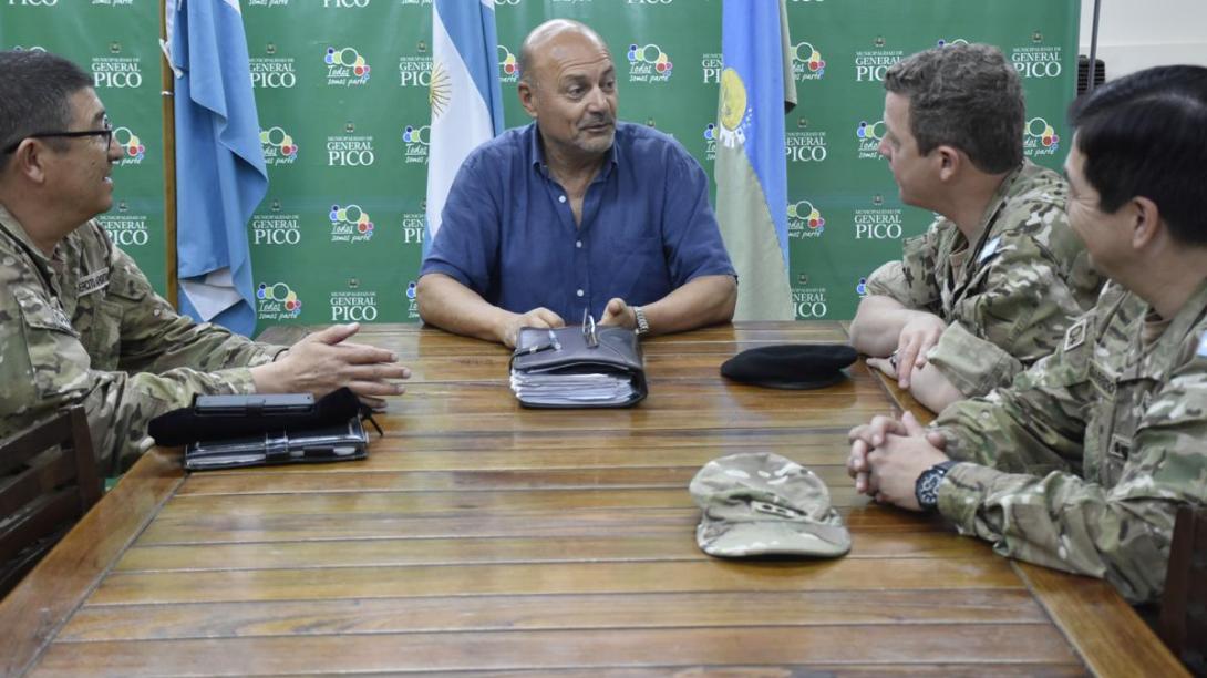 El intendente recibió a distintas autoridades militares