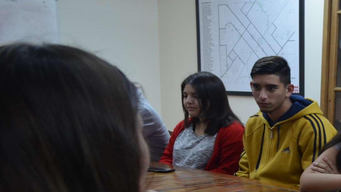 Rainone recibió a jóvenes que realizan pasantías profesionales en el municipio