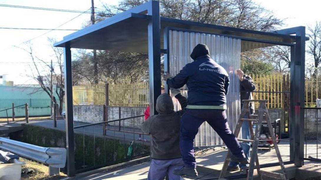 Presupuesto participativo: Construyen un nuevo refugio en parada de transporte urbano