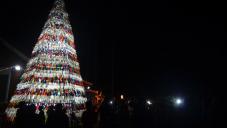 Quedó encendido el Eco Árbol navideño de la ciudad