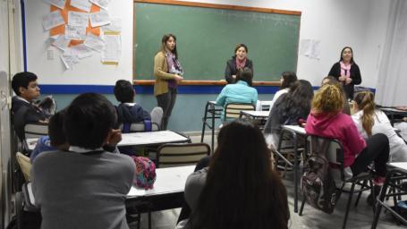El equipo técnico del Hogar de Mujeres continúa brindando charlas en las escuelas