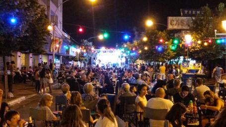 Verano al Aire Libre vivió una noche de cumbia y cuarteto