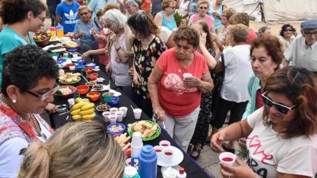 Desayuno saludable en la colonia de verano para adultos mayores