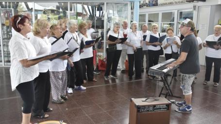 Recorrido musical visitó la Terminal de Ómnibus