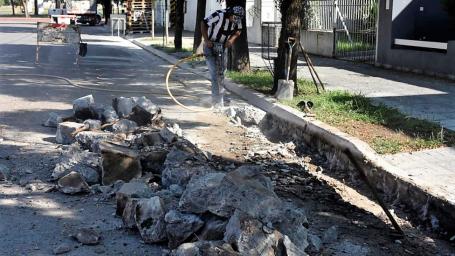 Reparan cordones cuneta en barrio Este