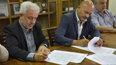 Firmaron convenio para la mejora del servicio de saneamiento en la ciudad