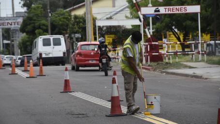 Realizan demarcación de sendas peatonales
