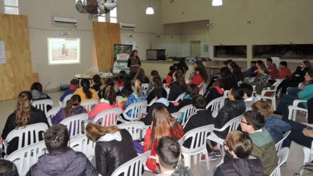 Más de 400 estudiantes realizaron avistaje de aves