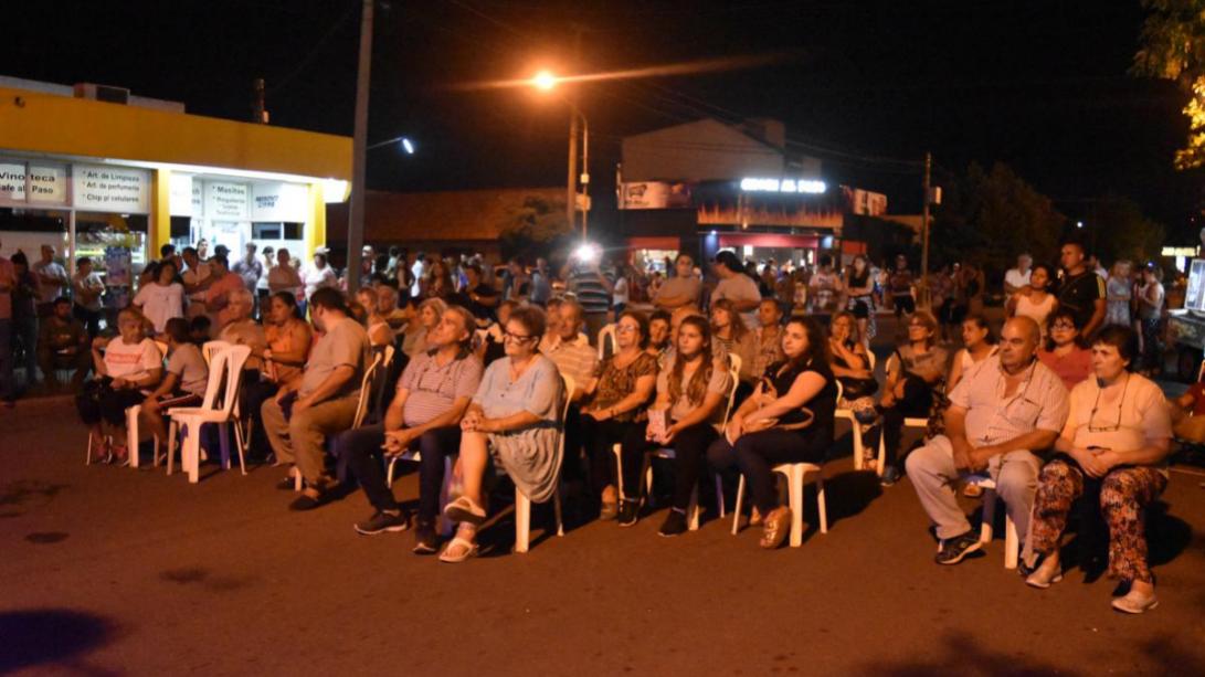 En barrio Talleres: Concurrida jornada de espectáculos y comercios a cielo abierto