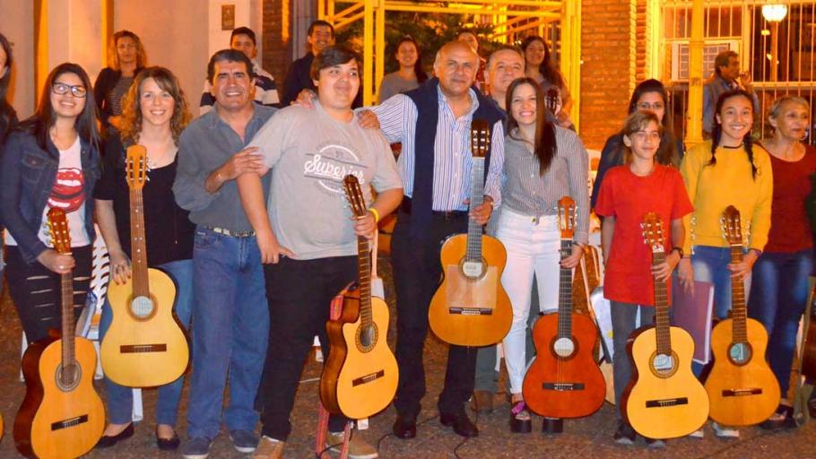 Realizaron una clase abierta de guitarra, tango y folklore