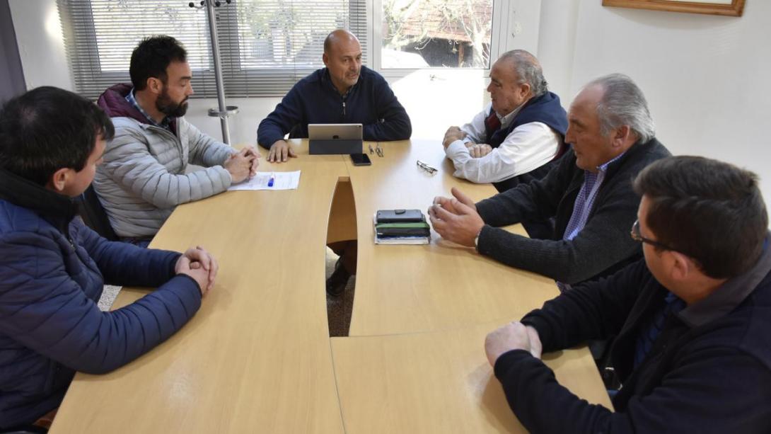 Rainone se reunió con representantes de diferentes entidades por los caminos vecinales