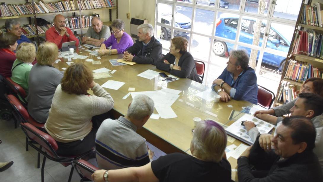 El intendente se reunió con escritores y narradores de la ciudad
