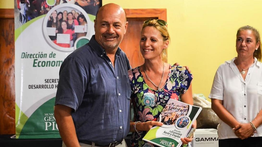 El Municipio entregó nuevos microcréditos y herramientas laborales a emprendedores piquenses
