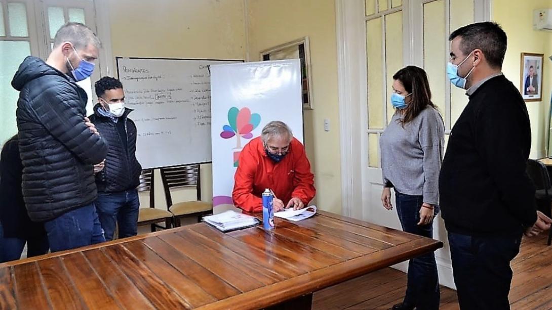 PROYECTOS DE NIVELES Y CORDÓN CUNETA EN TRES BARRIOS DE PICO