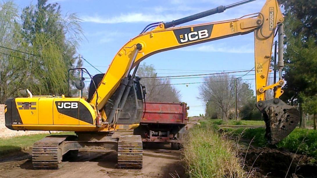 Continúan los trabajos de limpieza y mantenimiento de canales