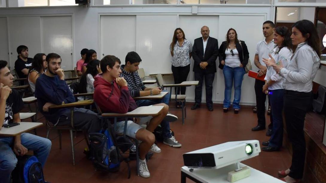 El intendente dio la bienvenida a estudiantes ingresantes de la Facultad de Ingeniería