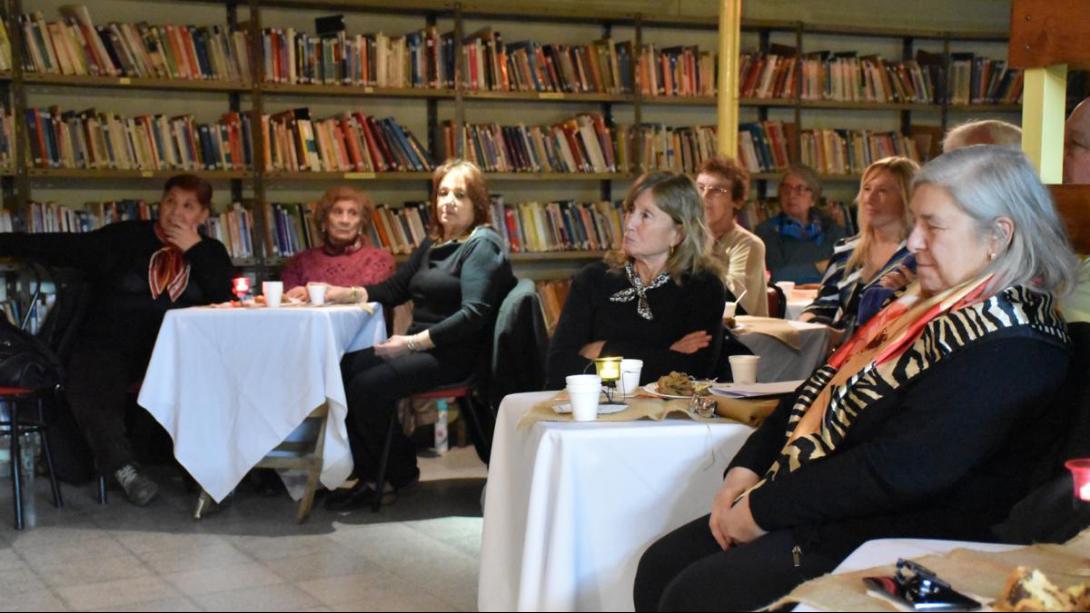"""Realizaron """"Café Cultural"""" en la Biblioteca Estrada"""