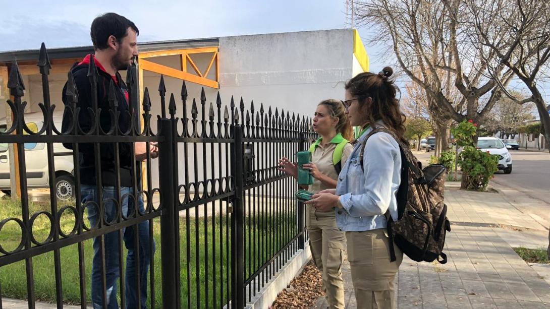 Separación de residuos en origen: Realizan un puerta a puerta en barrio Este