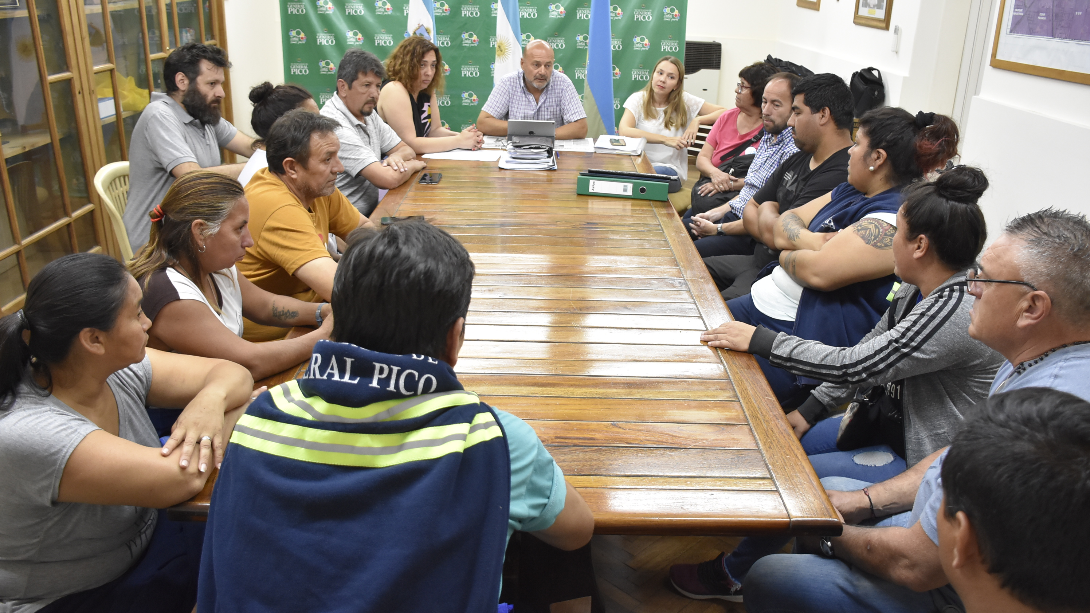 Modificación del estatuto municipal: Rainone recibió a trabajadores municipales