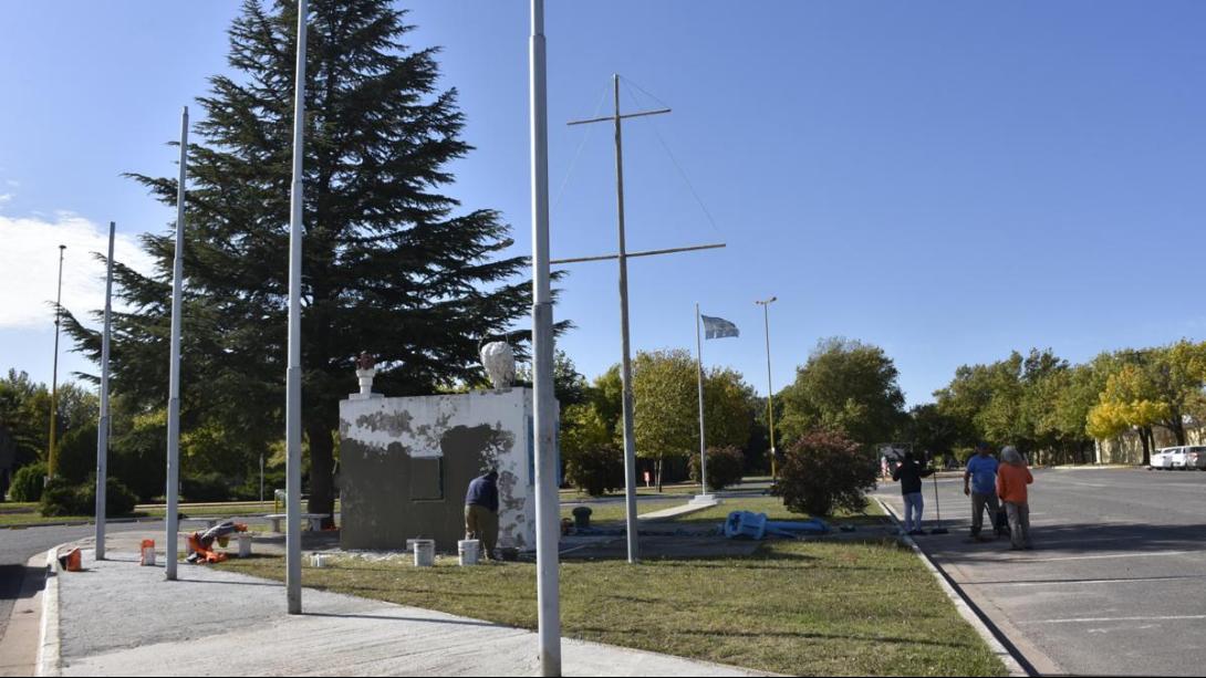 Realizan refacciones en el Monumento a los Caídos por la Patria
