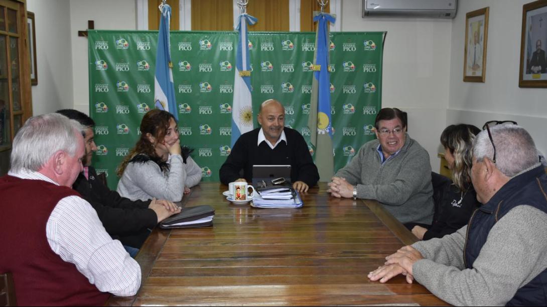 Rainone encabezó una reunión con intendentes de localidades vecinas