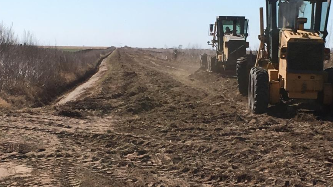 Continúan los trabajos de reparación de caminos vecinales