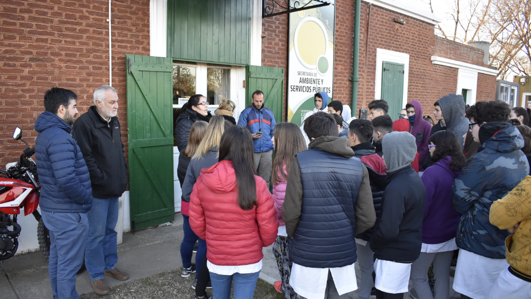 Estudiantes de diferentes colegios visitaron el Refugio Canino