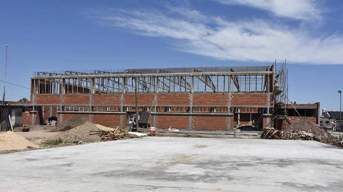 El intendente recorrió las obras en construcción del Gobierno provincial en barrio Bicentenario