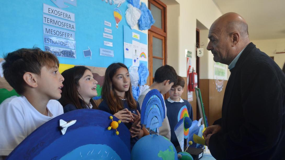 El intendente visitó la Feria de Ciencias del Colegio Santa Inés
